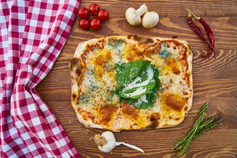 Pizza popularnym daniem, które można zamówić przez Internet